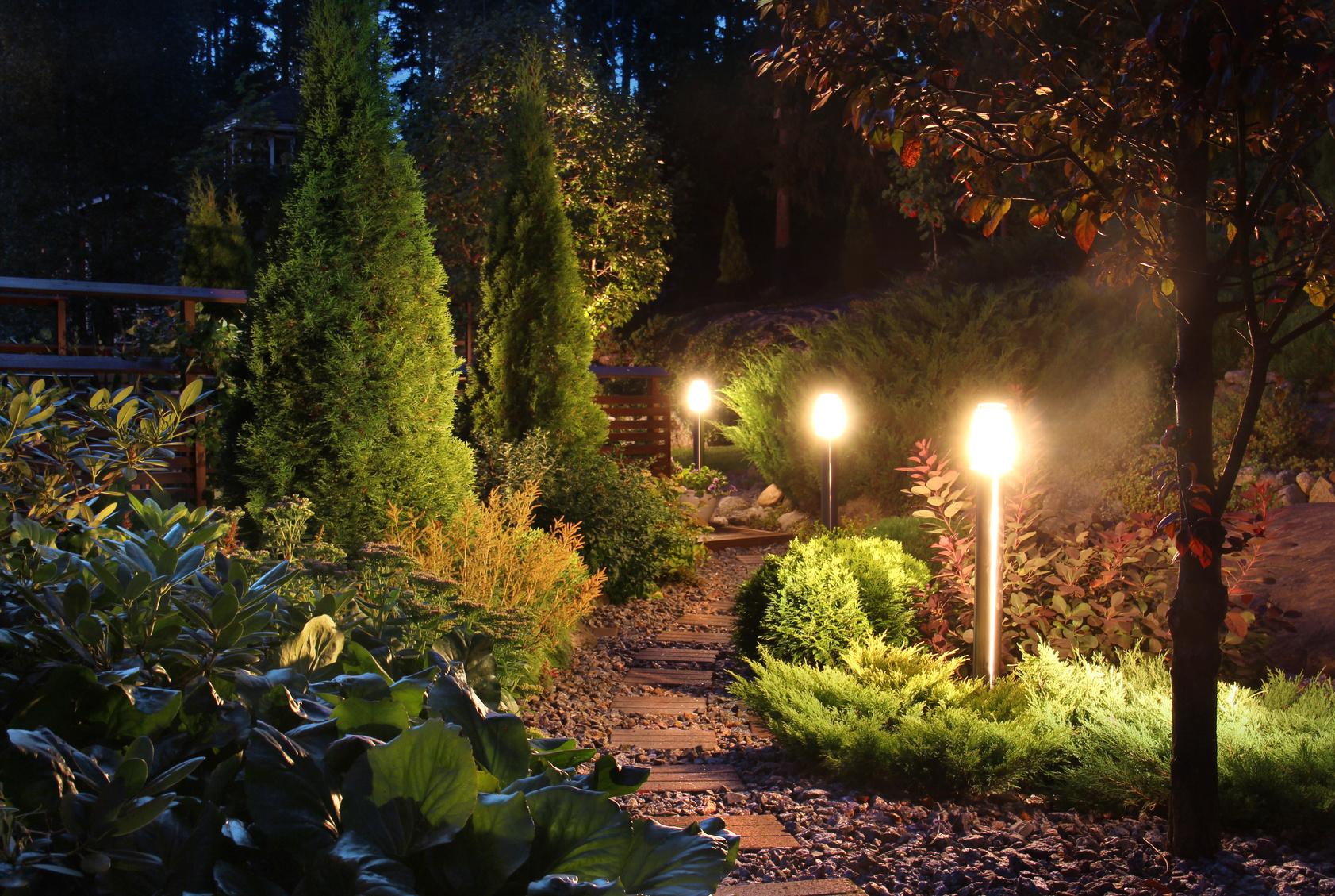 Najpiękniejsze aranżacje oświetleniowe w ogrodzie