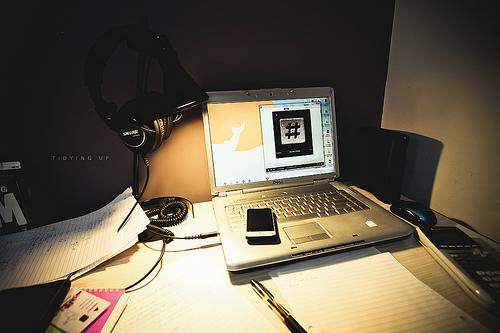 Lampka biurkowa – jak wybrać najlepszą?