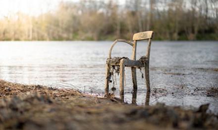Jak można odnowić stare meble?