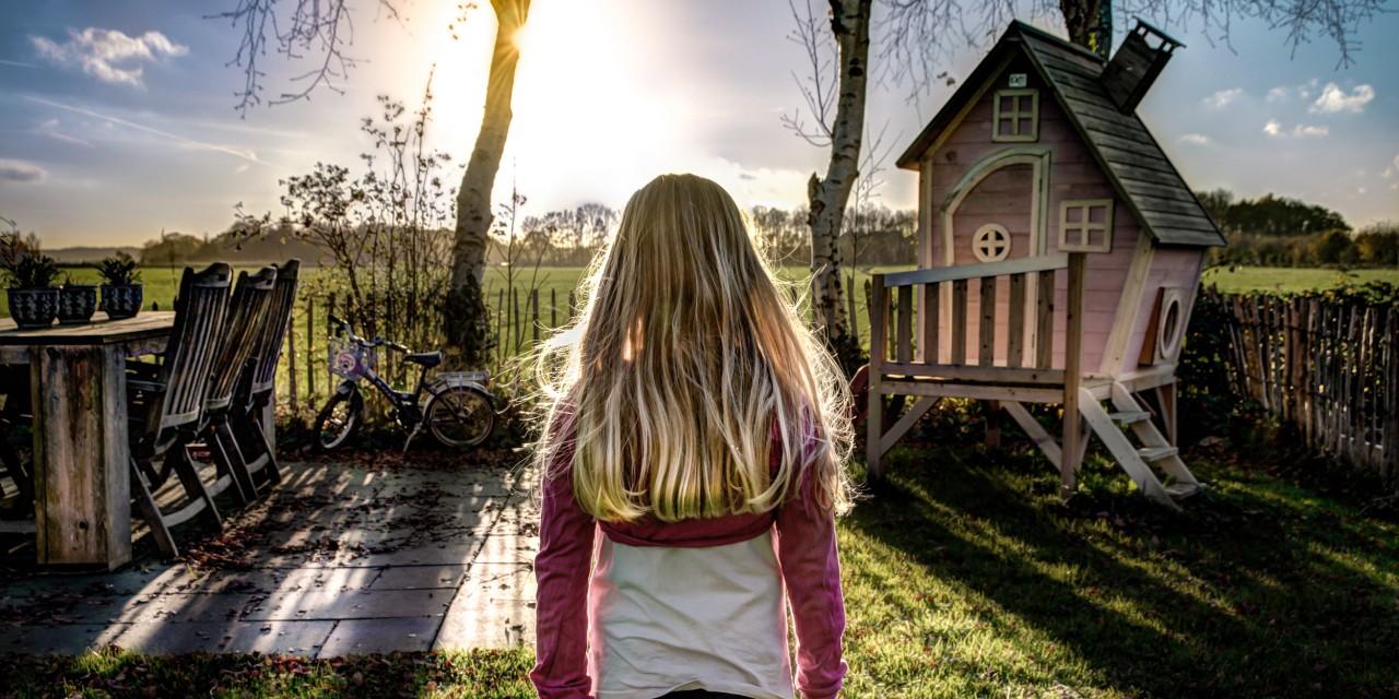 Urządzamy letni ogród – co koniecznie powinno się w nim znaleźć?