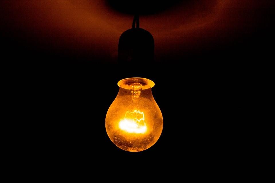 Jak zaoszczędzić na prądzie? Zobacz 5 cennych porad
