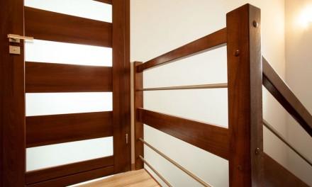 Jak dobrać drzwi do podłogi? Odpowiadamy na odwieczne pytanie wszystkich samodzielnie urządzając swoje wnętrze