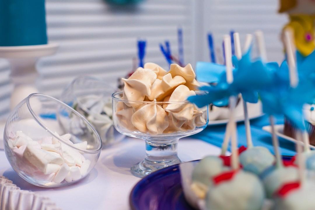 Słodki stół na weselu – jak go zrobić samemu