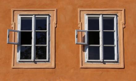 Jak uniknąć powstawania zacieków na szybach?