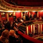 Niepowtarzalny klimat w teatrze