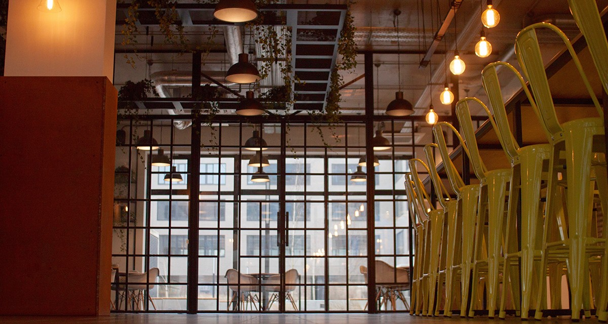Jakie powinny być meble loftowe? 4 cechy charakterystyczne dla industrialnego umeblowania