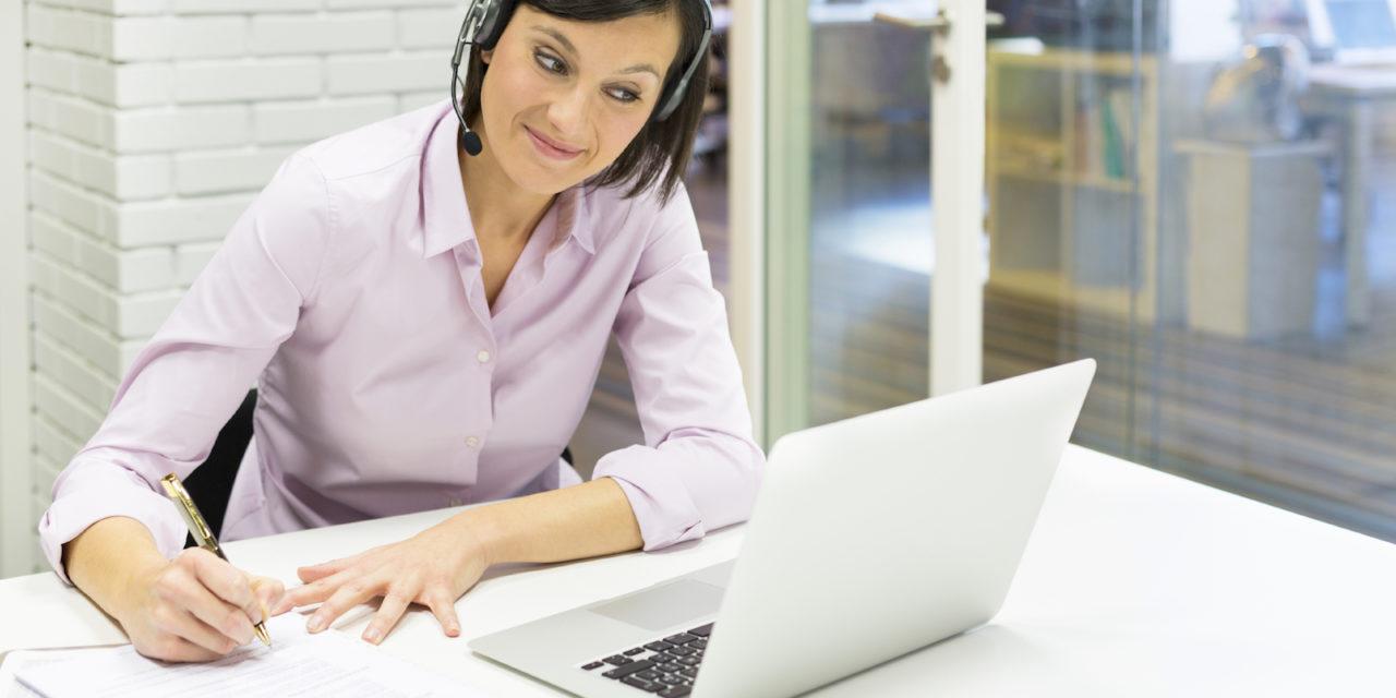 Angielski przez internet czy stacjonarnie – jak lepiej się uczyć?
